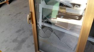 vetro rotto da sostituire