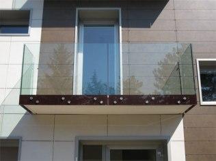 parapetto di un balcone trasparente