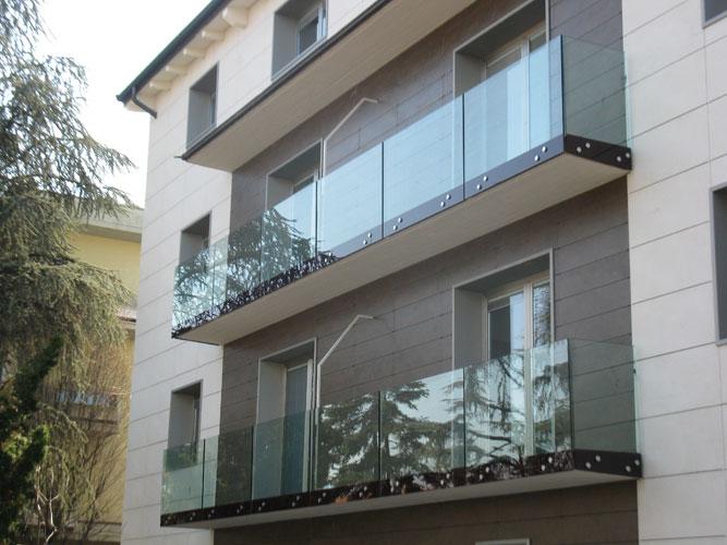 Balconi con parapetto tutto vetro vetraria gelfi bergamo for Tutto per il terrazzo