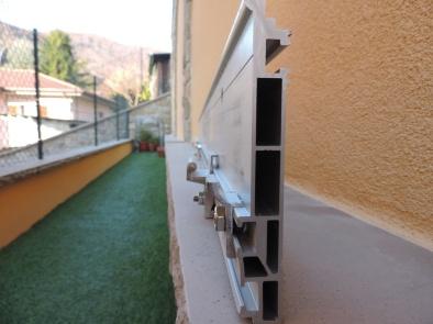 profilo a muro di sostegno per la tettoia a sbalzo in vetro