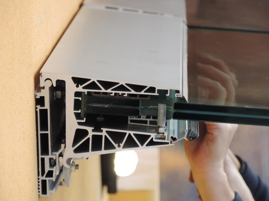 profilo in alluminio con inserito vetro 10+10 con foglio da 1,52