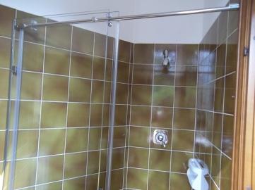 box doccia in vetro trasparente vista frontale