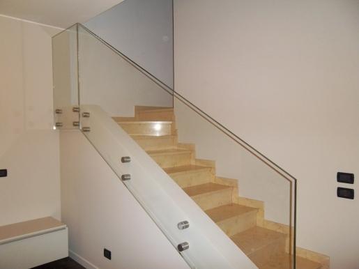 parapetto per scale in vetro