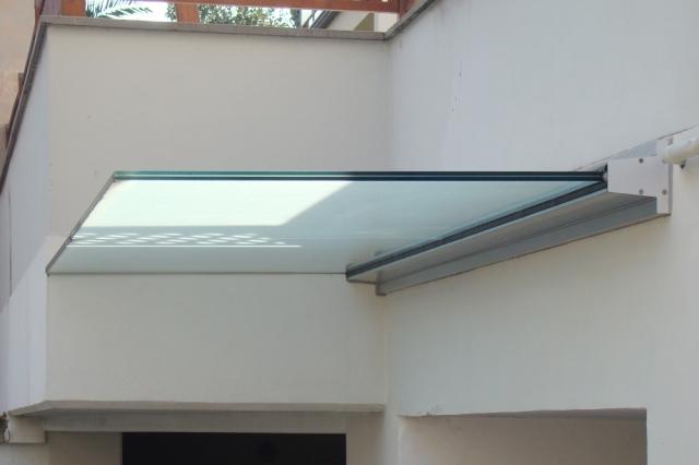 pensilina in alluminio e vetro