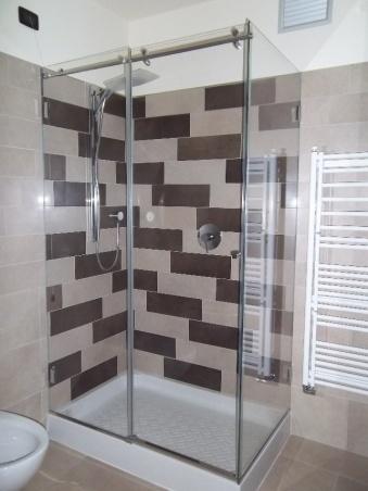 box doccia trasparente senza telai perimetrali