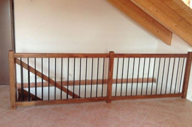 Parapetti in vetro per interni vetraria gelfi bergamo for Coprigradini per scale in legno ikea