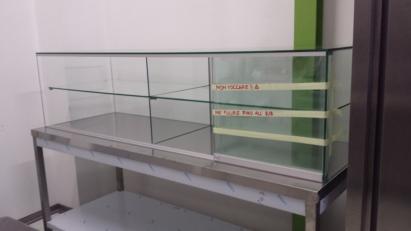 vetro rotto di vetrinetta