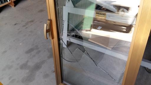 sostituzione vetro rotto su finestra in alluminio