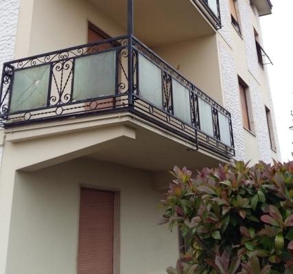 sostituzione vetri rotti delle ringhiere in ferro