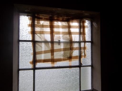 cambiato vetro rotto in cantina