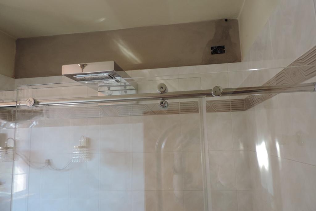 ferramenta porta scorrevole del box doccia in vetro