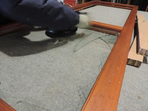 cambiare vetro rotto in serramento in legno