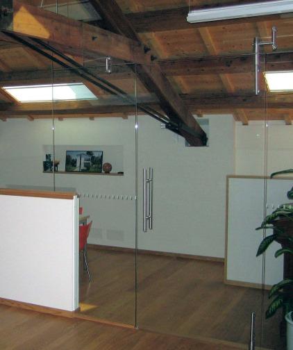 porta temperata in vetro in parete divisoria