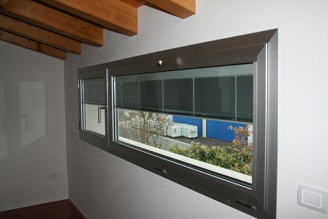 Veneziana interno vetro vetraria gelfi bergamo - Veneziana finestra ...