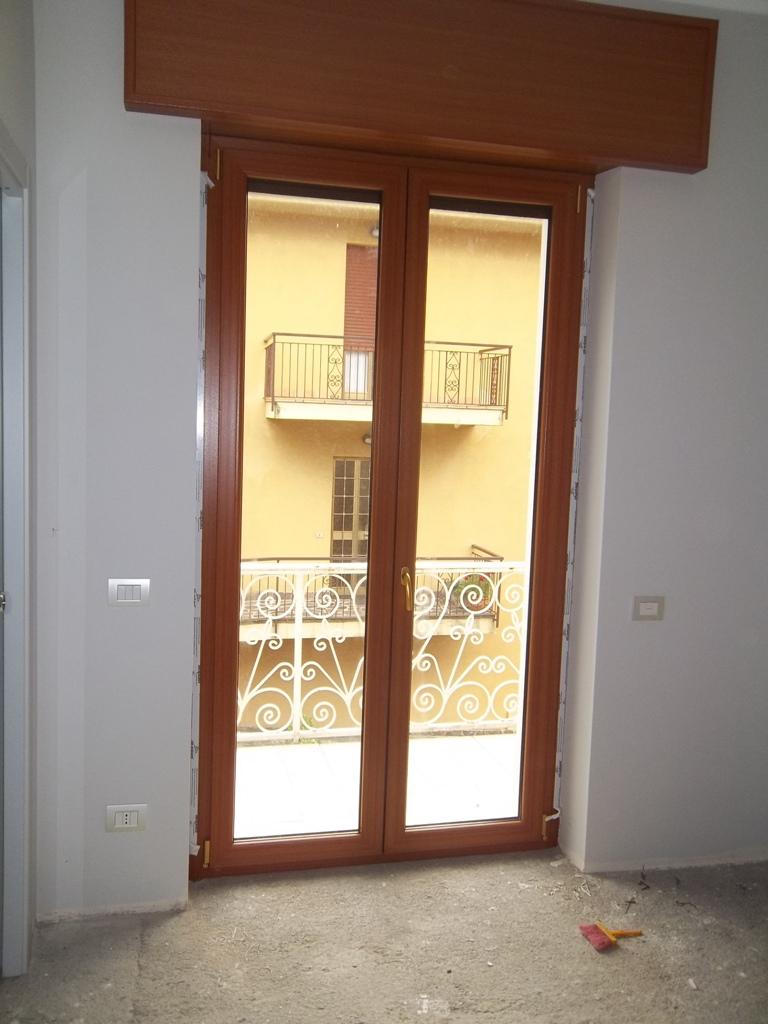 sostituzione di vecchio serramento con Pvc tinta legno