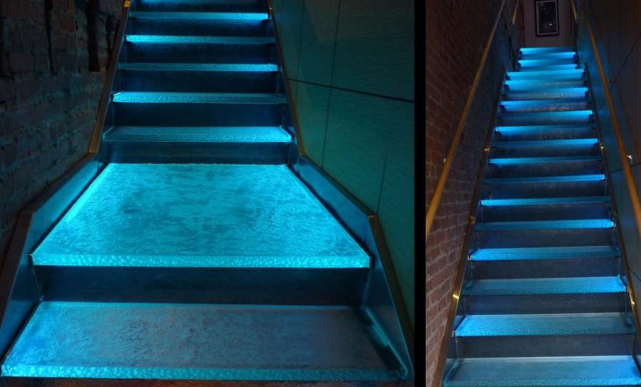 scala in vetro con illuminazione al led