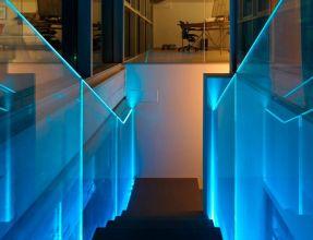 parapetto in vetro per scala interna illuminata con led