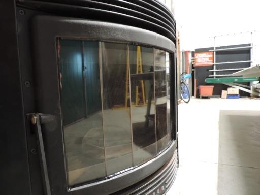 riparato vetro curvo con strisce di vetro ceramico