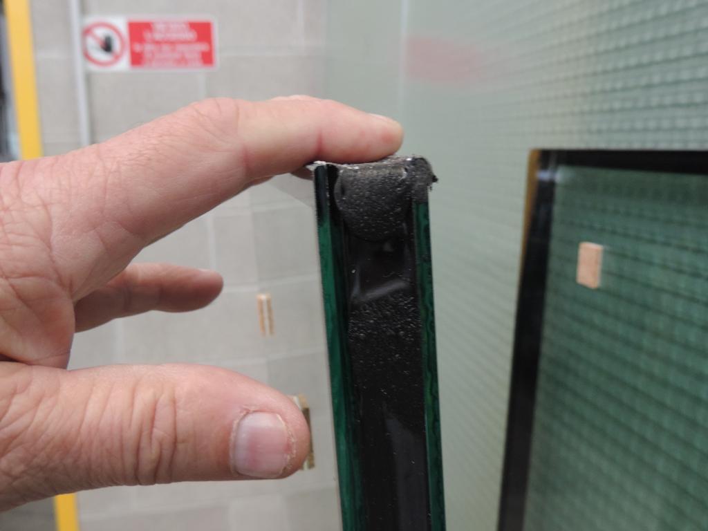vetro doppio con basso emissivo e antisfondamento