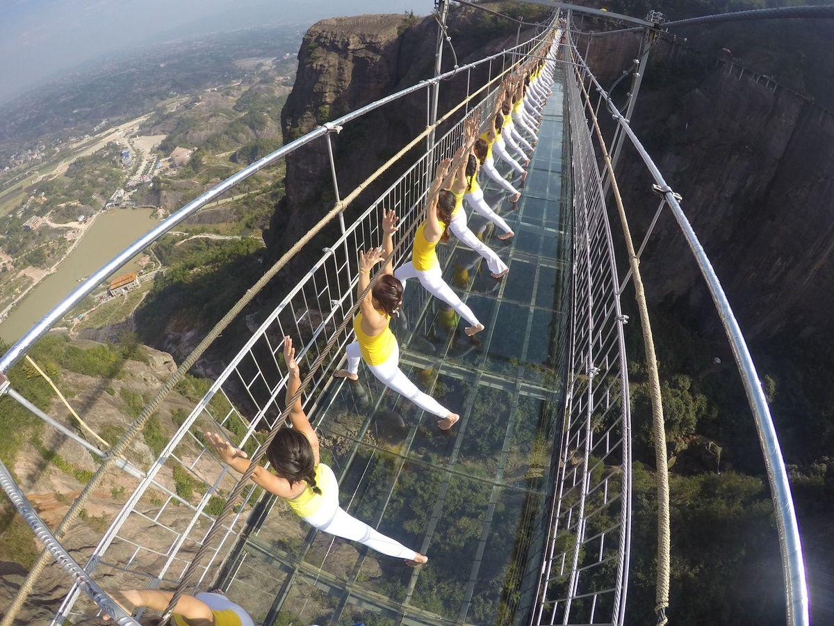 ponte di vetro calpestabile in cina