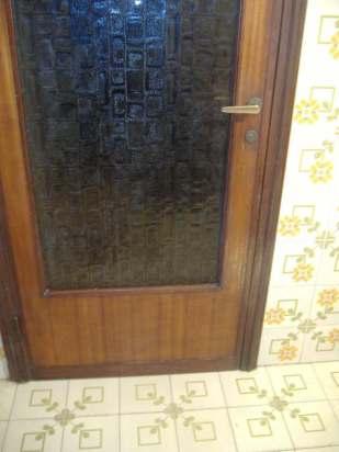 porta vecchia da sostituire con una a vetro