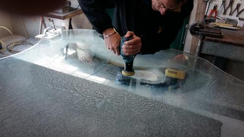 toglere le righe da un tavolo in vetro