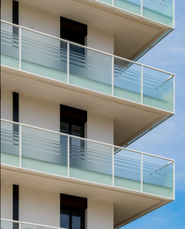 balconi in vetro con satinatura