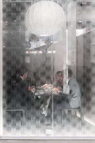 vetro temperato satinato e decorato