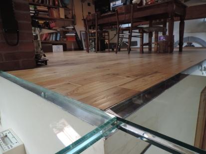 balcone e pavimento in vetro
