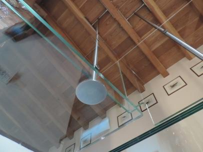 sostegno in acciaio del balcone in vetro