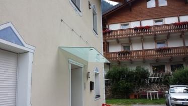 tettoia in vetro su ingresso privato