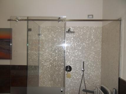 cabina doccia con vetro scorrevole a sbalzo