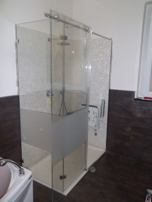 box doccia in vetro con porta a sbalzo