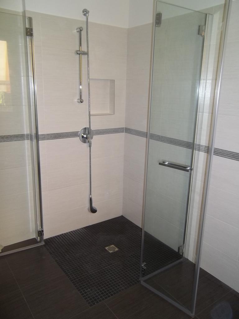 cabina doccia in vetro per disabili a filo pavimento
