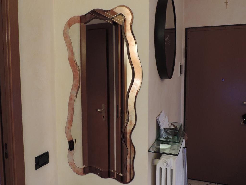specchio per anticamera bronzo