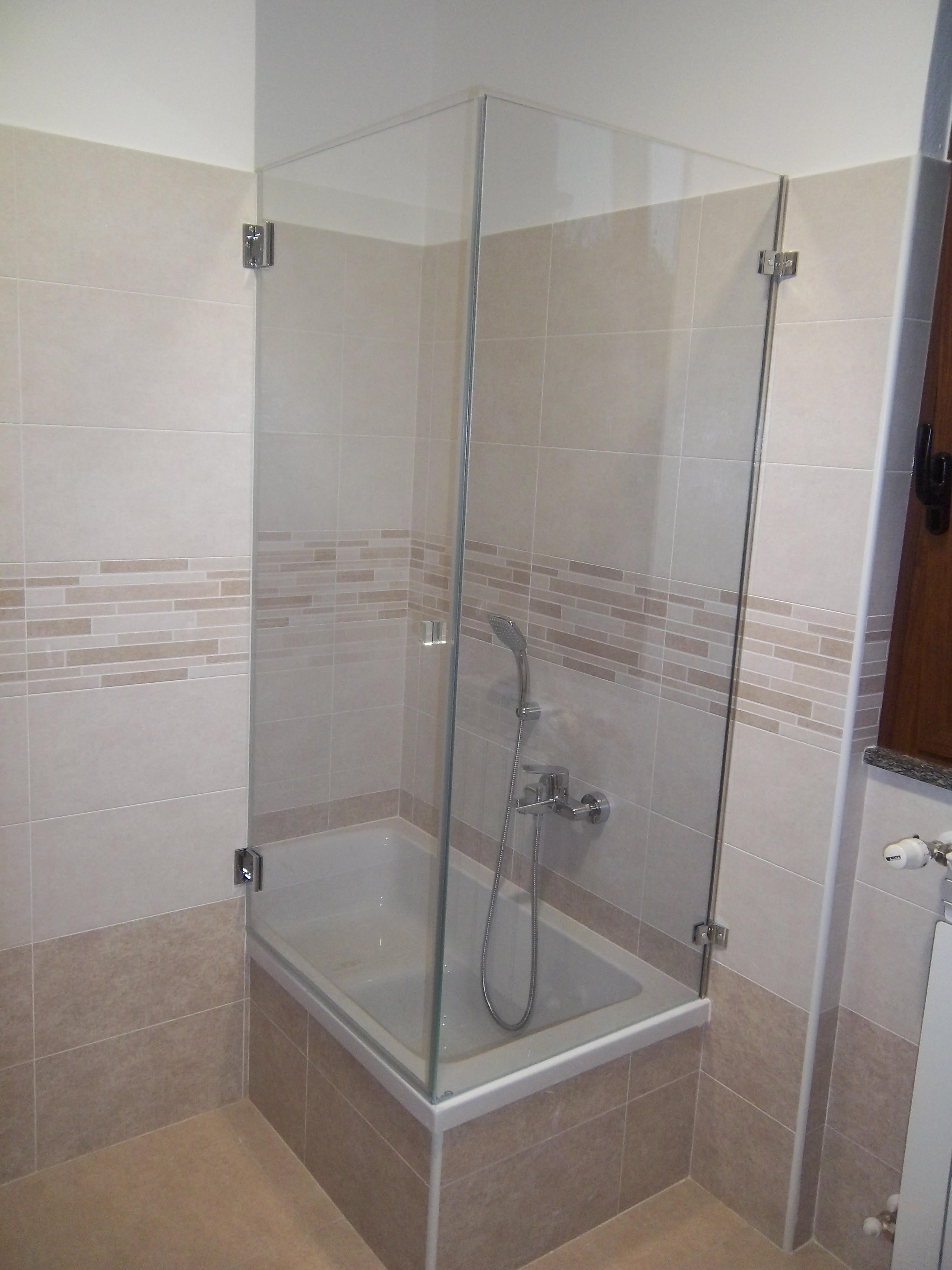 box doccia sopravasca in nicchia