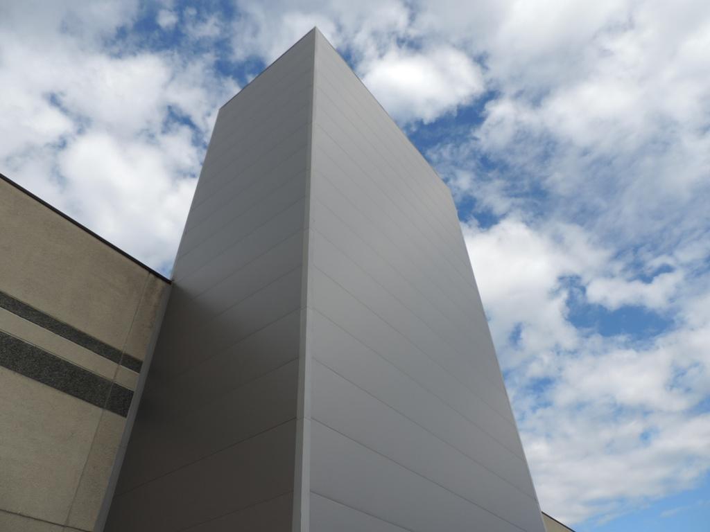 magazzino in verticale per le barre di pvc computerizzato