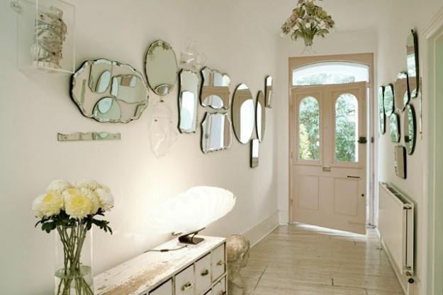 tanti specchi in anticamera