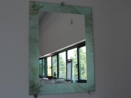 specchio incorniciato con vetro colorato