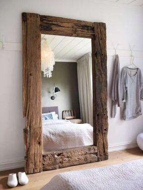 specchio inserito in telaio porta