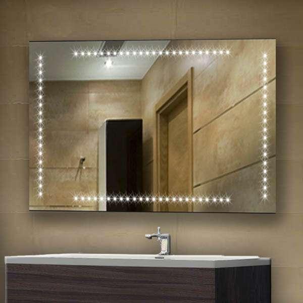 specchio con illuminazione al led