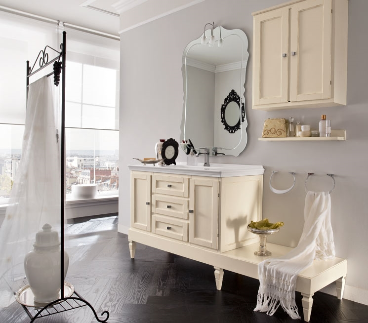 specchio da bagno nel suo contesto