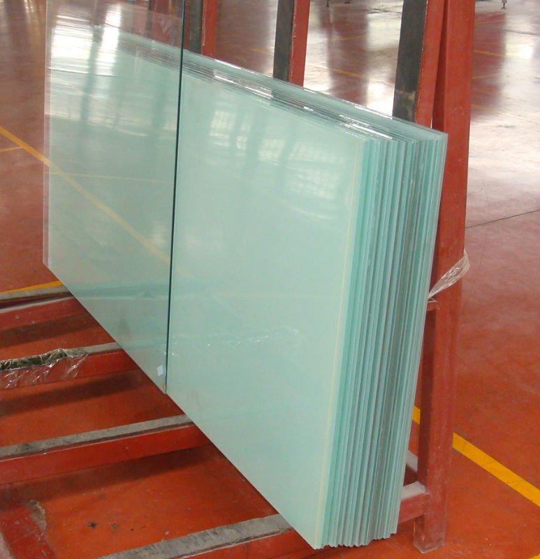 vetro satinato e laminato per balconi