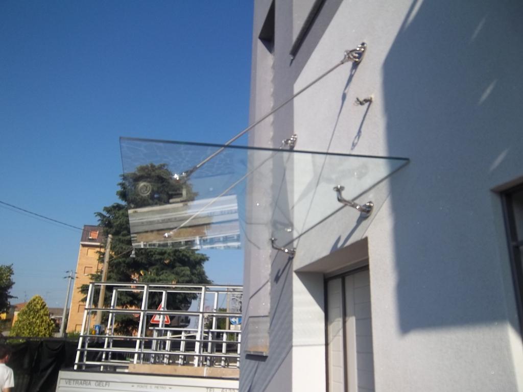 vista completa tettoia in vetro