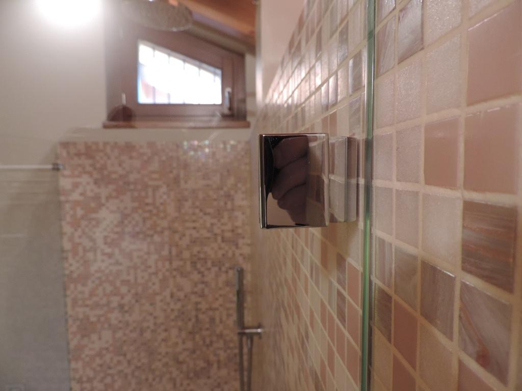 morsetto di fisaggio del vetro della doccia, particolare