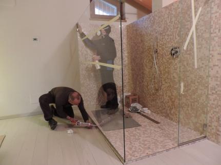 siliconatura del box doccia senza porta