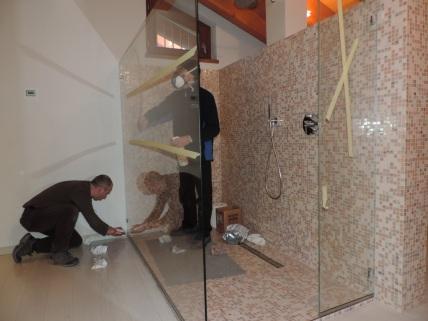 box doccia in vetro senza porta chiamato walk in