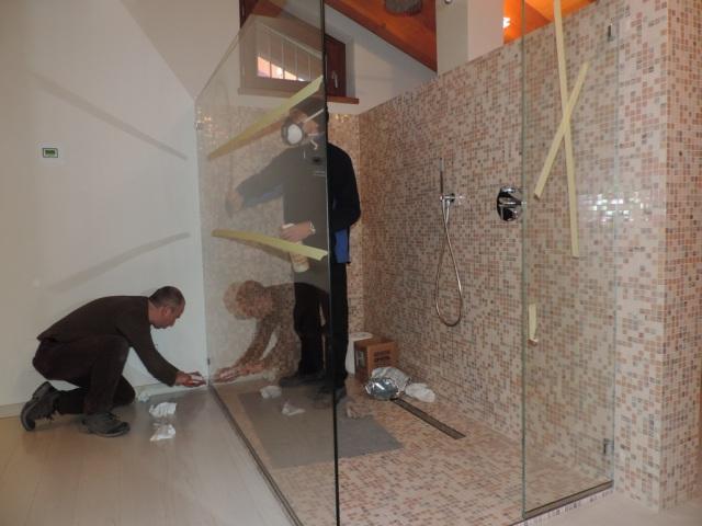 Box doccia in vetro senza porta vetraria gelfi bergamo - Doccia senza porta ...
