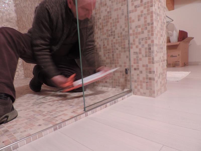 sigillare il vetro fisso del box doccia