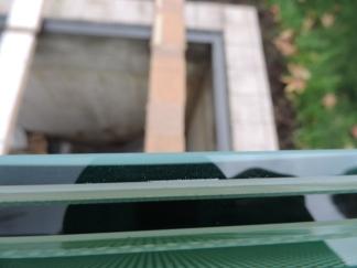 vetro stratificato da 27 mm composto da 3 vetri di 8 mm temperati e fogli di polivinile da 1,52